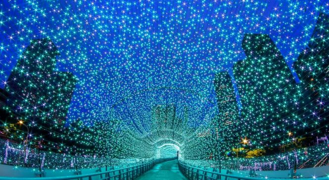 新北歡樂耶誕城人潮多 你知道「擁擠」英文怎麽説嗎?