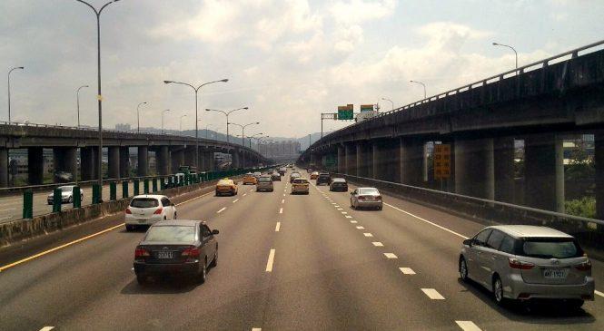 中山高40年學英文/toll除了是過路費 也可以表示付出代價!