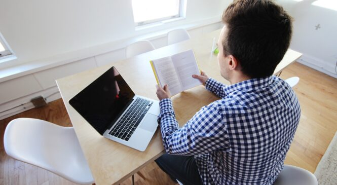 多益普及說寫篇/短文朗讀:掌握技巧與原則 練出好發音