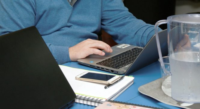 在家上班防疫!來看遠距工作必學的 10 個多益關鍵字