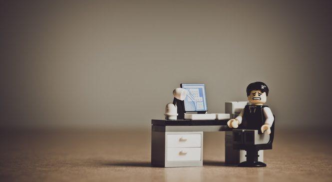 美國失業人口破史上紀錄,「減班」、「裁員」的英文怎麼說?