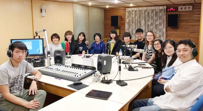 俄羅斯青年來台留學,和台灣學生製播英語廣播,強化口說更認識多元文化