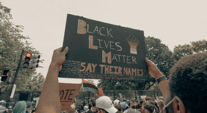 「極端化」英文怎麼說?從維權運動BLM學多益關鍵字