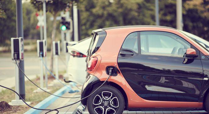 學英文/電動車正夯,要用electric car還是electric vehicle?