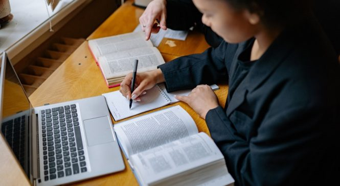 剖析大考題型 從佳作學作文常用句